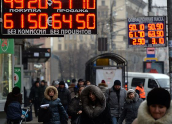 Desplome del rublo paraliza cualquier tipo de negocio con Rusia