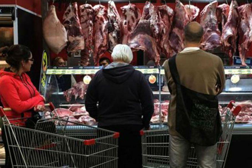 """""""No entra un bife más"""": fuerte reacción de la Mesa de las Carnes por la extensión del cepo"""
