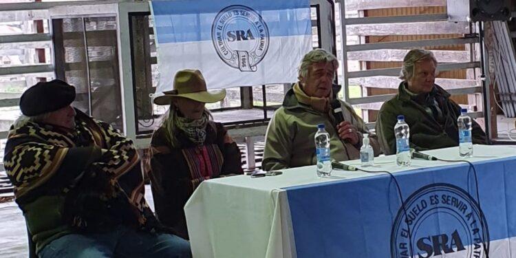 """Luego de esperar en vano por una promesa de Kulfas, el presidente de la Sociedad Rural afirma que """"con el cierre de exportaciones de carne perdimos todos"""""""