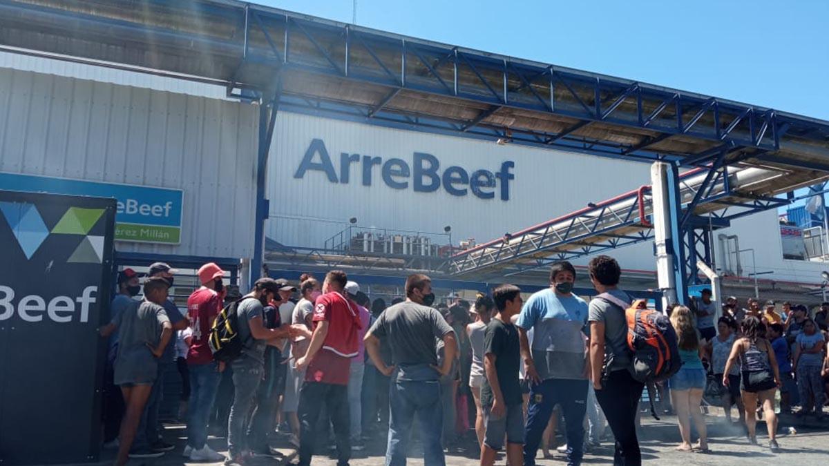 Tras permanecer más de un mes cerrado por conflictos, reabrirá el frigorífico Arrebeef