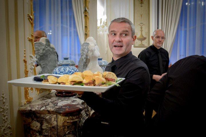 La carne argentina sedujo a los franceses en la noche del bife en París